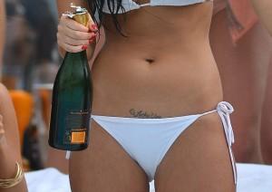 Webmarketing Femme sexy champagne